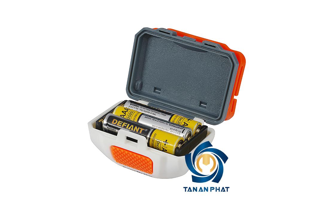 Đèn sử dụng nguồn pin 3AAA, cho thời gian sử dụng tối đa 2.5 giờ