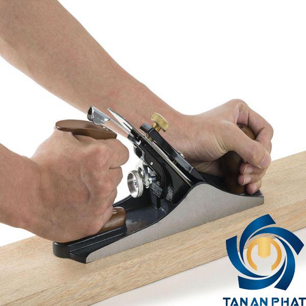 Bào gỗ bằng tay